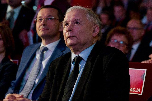 Kaczyński i Morawiecki – o dwóch takich, co dobili OFE.