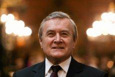 Minister Piotr Gliński zadedykował posłom totalnej opozycji rysunek.