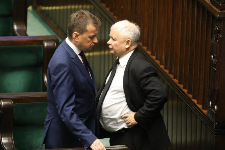 Zdjęcie wykonane po przemówieniu Błaszczaka na temat nawałnic. Wrzesień 2017 roku.