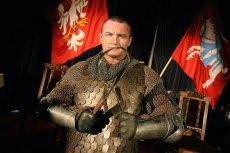 Mariusz Pudzianowski przygotowujący się do obchodów rocznicy Bitwy pod Grunwaldem