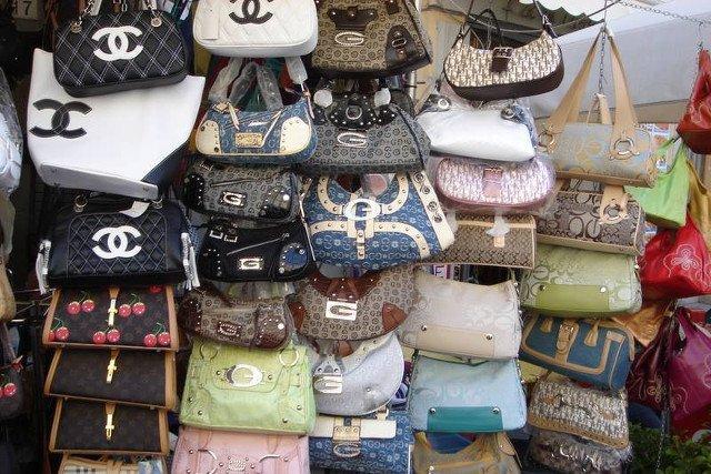b8d3f4f80799e Czy to Chanel to rzeczywiście Chanel? Blogerka, która wytropi nawet  najlepszą podróbkę | naTemat.pl