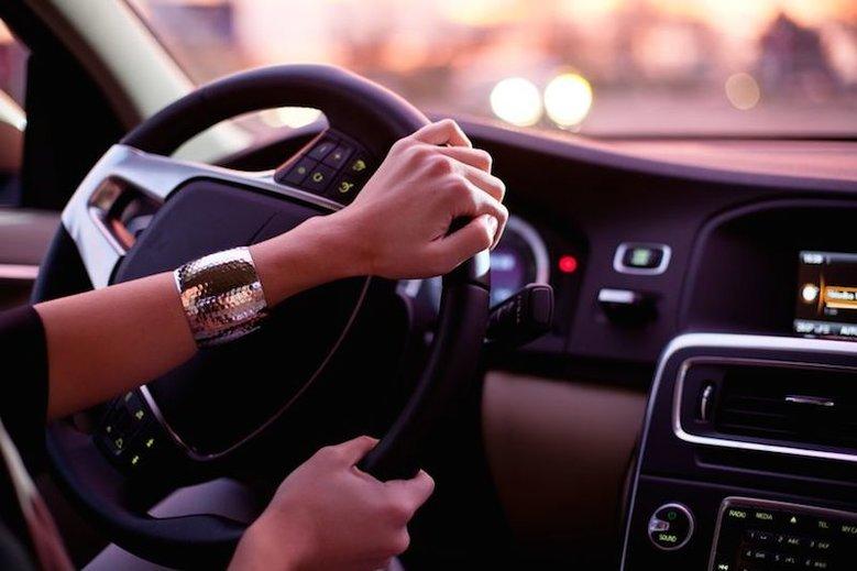 """Polacy w autach słuchają najczęściej """"Autobiografii"""" zespołu Perfect. Tak wynika z badań zleconych przez markę SEAT."""
