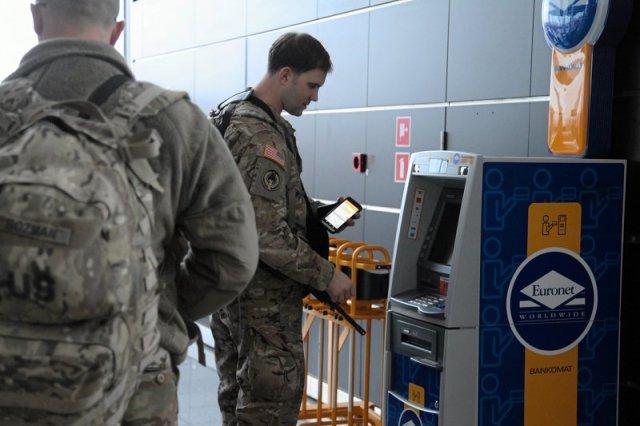 """W czwartek w Żaganiu oficjalne powitanie amerykańskiej brygady. Będą tutaj stacjonowali. Niedawno """"paradowali"""" z bronią po wrocławskim lotnisku."""