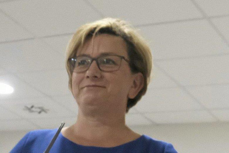 Józefa Szczurek-Żelazko, wiceminister zdrowia, zapowiada walkę z hochsztaplerami wykorzystującymi chorych.