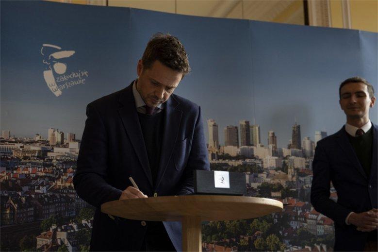 Deklaracja LGBT, którą podpisał prezydent warszawy, to pierwsza taka inicjatywa w Polsce