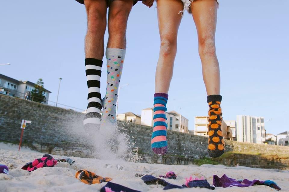 Fragment kampanii reklamowej skarpetek Happy Socks.