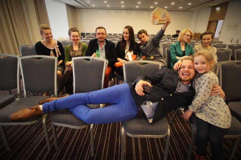 Polacy z grupy Projekt: Polska na Islandii. Miłosz Hodun trzeci od lewej.