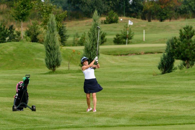 Golf cieszy się coraz większą popularnością wśród kobiet