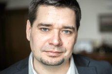Jako wiceminister w rządzie PO-PSL Michał Królikowski pracował nad odebraniem kobietom prawa do przerwania ciąży. Teraz pomaga prezydentowi Dudzie w pisaniu ustaw sądowniczych. Prokuratura bada wątek przelewu miliona złotych na konto jego kancelarii prawn