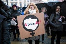 """Projekt """"Zatrzymaj Aborcję"""" znów wraca do Sejmu. Poparcie dla aborcji na życzenie jest wyrównane."""