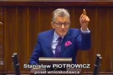 """""""Precz z komuną!"""" – krzyczał w Sejmie Stanisław Piotrowicz."""