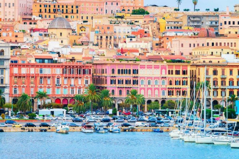 Nawet, jeśli nie planowałeś odwiedzić w tym roku Sardynii… To może warto, skoro [url=https://www.fru.pl/tanie-loty/do-Wlochy-IT/?utm_source=pr&utm_medium=natemat&utm_campaign=natemat]tanie loty do Włoch[/url] upolujesz teraz nawet za niecałe 50 zł?