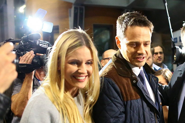 Kim jest blondynka, która towarzyszyła Rafałowi Trzaskowskiemu przed debatą warszawską? To nie jego żona, a Aleksandra Gajewska.