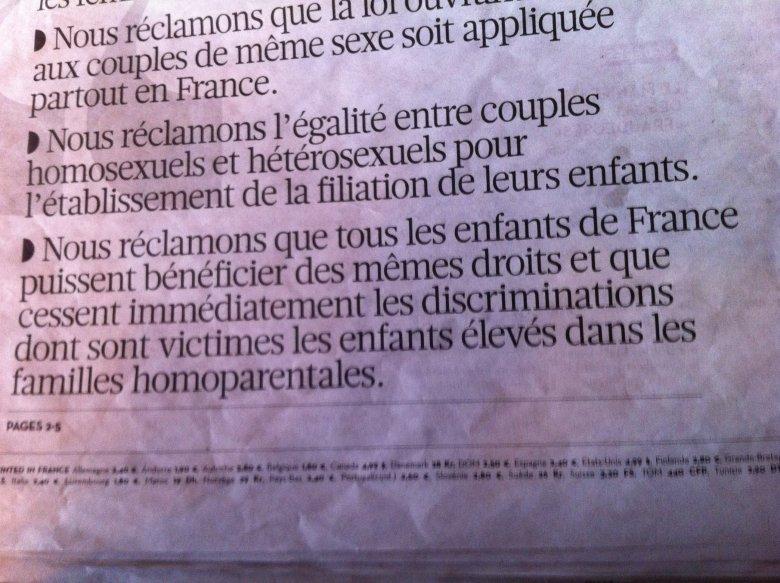 """W jednym z najbardziej poczytnych gazet codziennych, """"Liberation"""", na pierwszej stronie - artykuł - manifest, tuż przed wielką manifestacją w Paryżu na ten sam temat."""