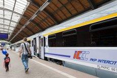 W pociągu jadącym na Hel doszło do tragedii. Policja bada, czy mężczyzna znaleziony w ubikacji sam targnął się na swoje życie.