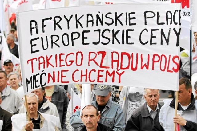 W Polsce znowu zapanowała inflacja, mocno wzrastają ceny i Polacy oceniają, że ich warunki materialne się pogarszają. To może skończyć się dla rządu sporymi problemami.