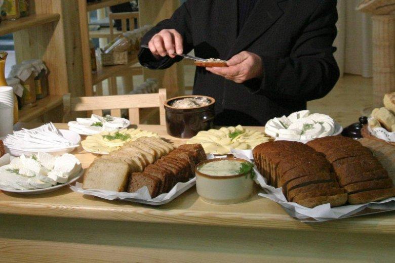 Chorzy na celiakię zupełnie muszą zrezygnować z tradycyjnego pieczywa.