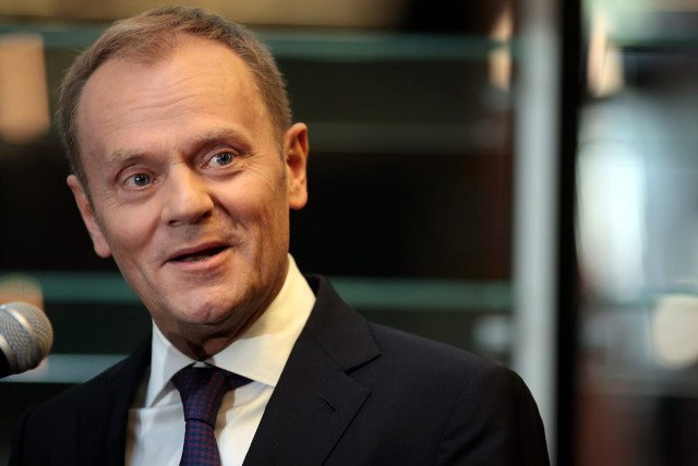 """Według sondażu MillwardBrown dla """"Faktów"""" TVN większość ankietowanych uważa, że polski rząd powinien poprzeć Tuska na drugą kadencję w Radzie Europejskiej"""