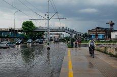 W większości kraju spodziewane są intensywne deszcze i burze.
