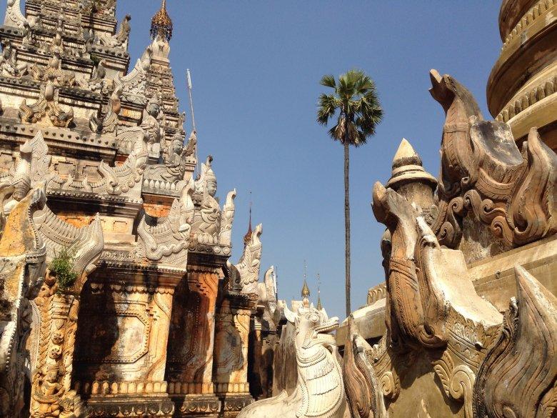 Świątynie w Indein nad jeziorem Inle/Birma.