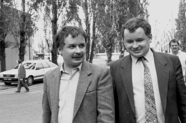 Więzi z matką, bratem bliźniakiem czy z ojcem – to ukształtowało Jarosława Kaczyńskiego.