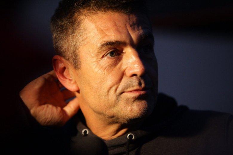 Jeden z najbardziej znanych polskich kierowców rajdowych Krzysztof Hołowczyc stracił prawo jazdy.