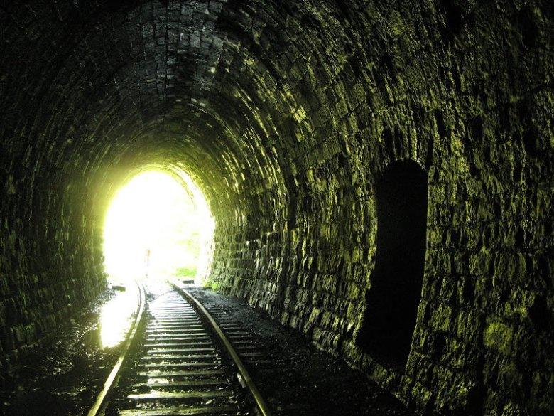 Nieczynny tunel pod Przełęczą Kowarską, na linii Jelenia Góra - Kamienna Góra.