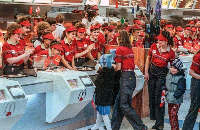 Otwarcie pierwszego McDonalda w ZSRR, oczywiście w Moskwie.
