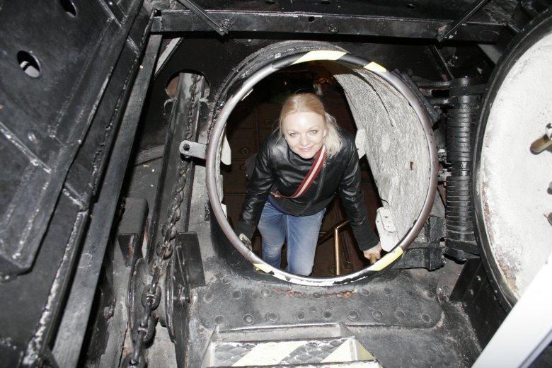 Schodzę pod pokład łodzi Lembit...