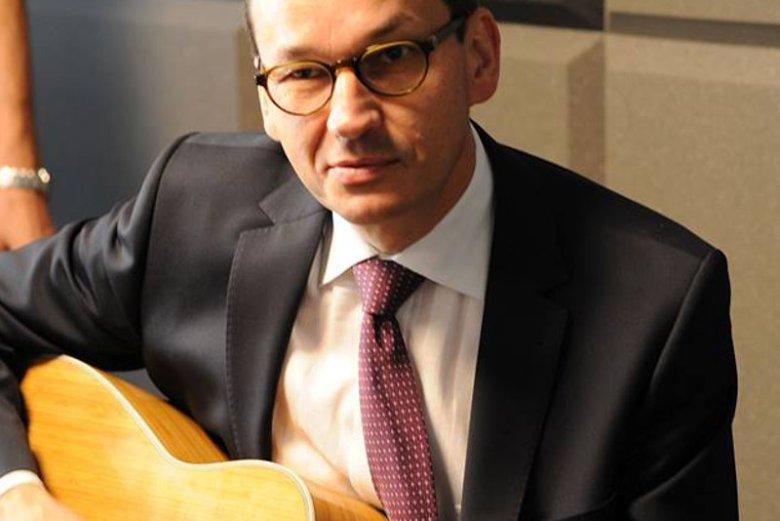 Mateusz Morawiecki zagrał na gitarze w czasie XIV Zjazdu Klubów Gazety Polskiej w Spale.