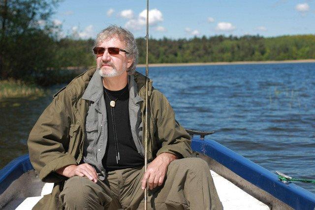 Krzysztof Daukszewicz nad swoim ulubionym jeziorem.