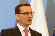 Mateusz Morawiecki podczas wizyty na Węgrzech nie zawsze wyglądał jak premier Polski. Można było odnieść wrażenie, że asystuje tylko posłowi Kaczyńskiemu.
