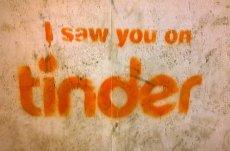 Kobiety, które odrzuciły na Tinderze jakiegoś użytkownika, mogą się jeszcze na niego natknąć na Instagramie