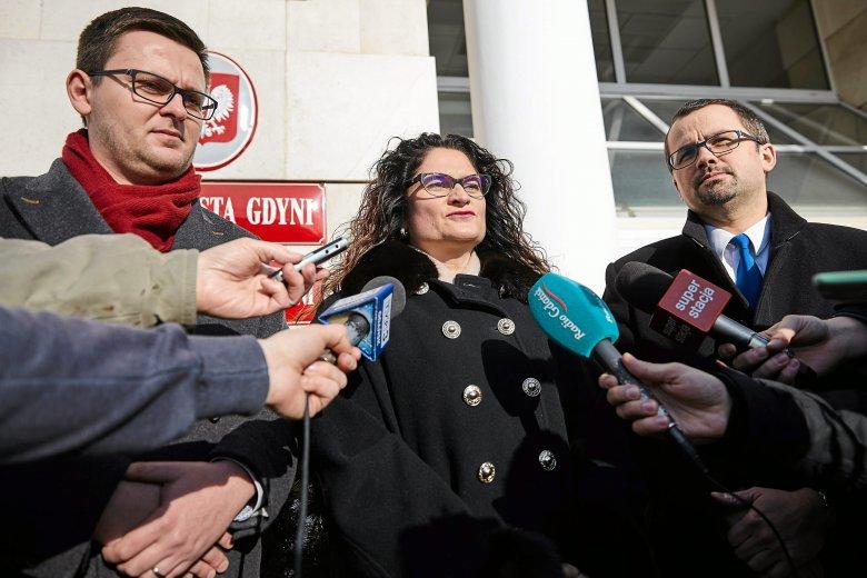 Konferencja prasowa posłanki Doroty Arciszewskiej - Mielewczyk,  posła Marcina Horały a także radnego miasta Gdyni z ramienia PiS Michała Bełbota, który dostał stanowisko w spółce zależnej od Zarządu Morskiego Portu Gdańsk.