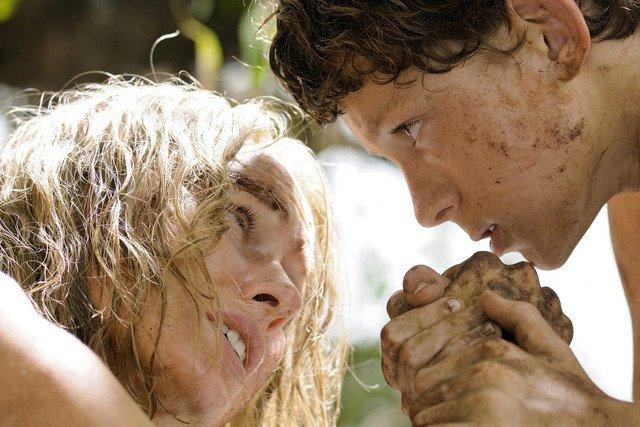 Tom z filmową mamą, Naomi Watts.