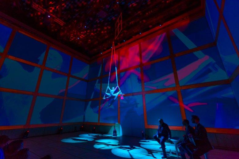 Goście wydarzenia zorganizowanego przez OKNOPLAST mogli obejrzeć artystyczny performance zespołu Mira-Art.