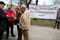 Przeciwnicy powstania w Łodzi pomnika Lecha Kaczyńskiego zorganizowali pikietę.