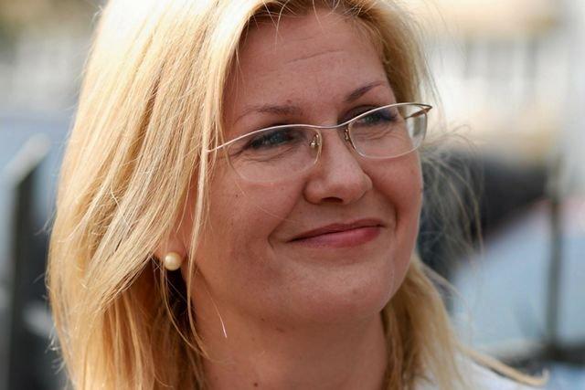 """Posłanka PiS Iwona Arent miała powiedzieć do dziennikarza """"Gazety Wyborczej"""" Pawła Wrońskiego: """"Gościu uważaj bo się doigrasz!"""""""