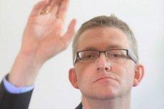 Grzegorz Braun wykorzystuję kandydowanie na prezydenta do głoszenia spiskowych teorii dziejów.