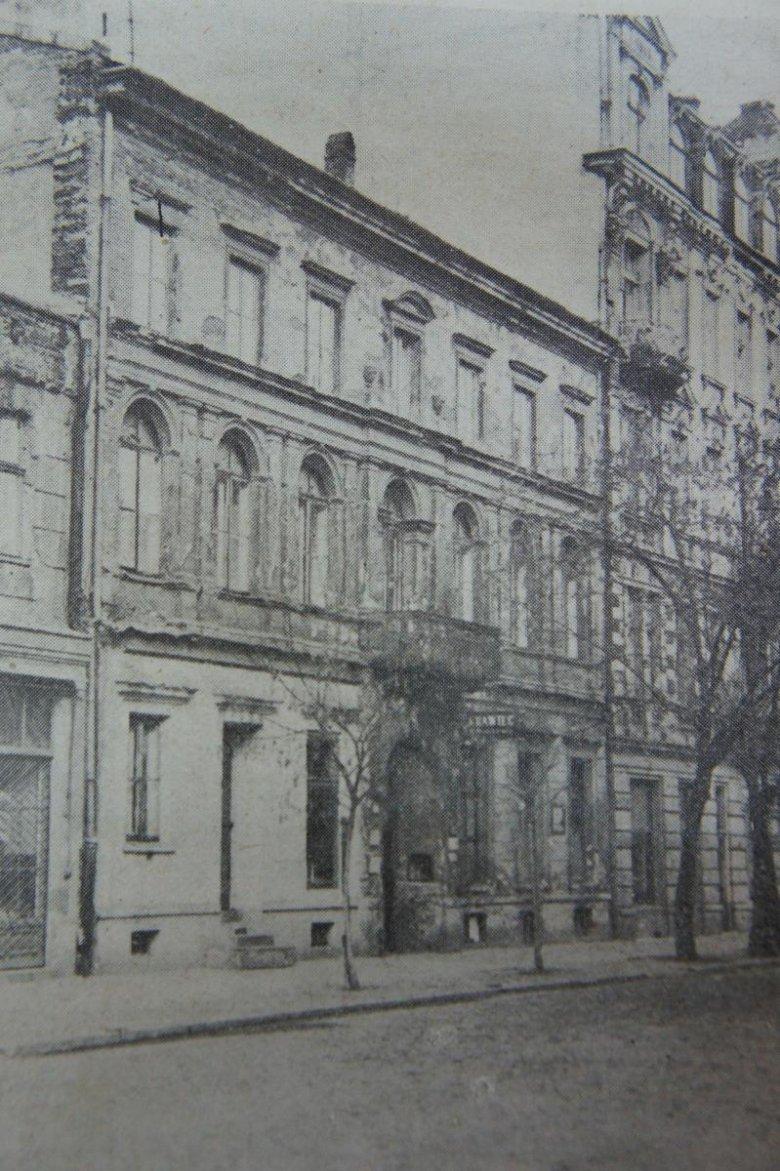 Kamienicy przy Nowogrodzkiej 14 w czasach młodości Marii Wisnowskiej
