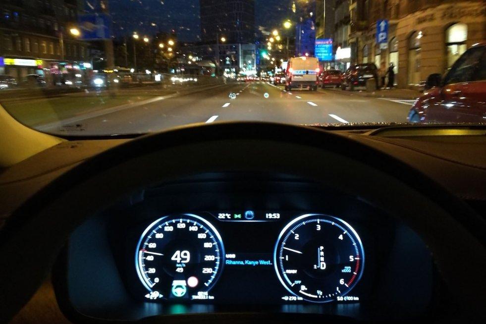 Sprawdzamy, czy Volvo S90 faktycznie potrafi samo jeździć.