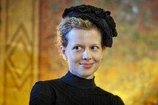 Karolina Gruszka do roli Marii Skłodowskiej-Curie musiała odświeżyć swój francuski. Aktorka ceni sobie jednak pracę w obcych językach – zdarzało jej się grać po rosyjsku, angielsku, a nawet uzbecku i kazachsku.