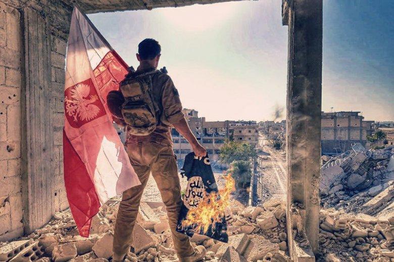 """Zwycięstwo nad Państwem Islamskim ogłosili także polscy bojownicy z Grupy """"Gniew Eufratu""""."""