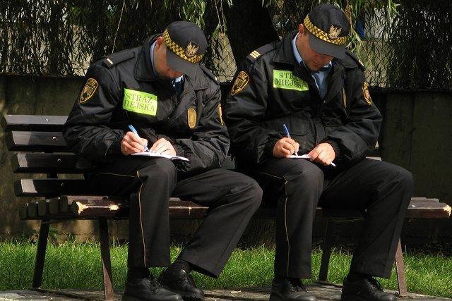 Strażnicy chcieli spisać 20-latka.