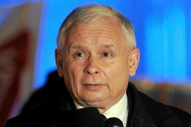 Marszałek Brudziński wzywa, by nie wykorzystywać politycznie samopodpalenia mężczyzny przeciwko PiS. Tymczasem Jarosław Kaczyński nie wahał się, by użyć tragedii z 2013 r. do uderzenia w poprzednią władzę.
