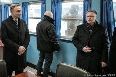 Żołnierz Korei Północnej patrzy na prezydenta Andrzeja Dudę z odległości 30 cm.