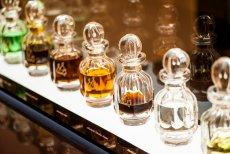 Pachnące olejki YAS w kryształowych flakonach są ozdobą wnętrza Sense Dubai