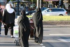 Boimy się postaci w burkach?