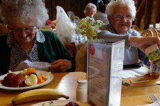 Sadyba rozpoczyna akcję obiadów z seniorem