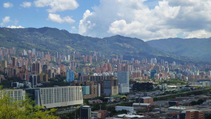 Medellin widziane z punktu widokowego w centrum miasta - Pueblito Paisa